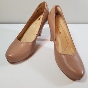 NWOT Clarks Dalia Rose Nude Pump Heel size 7.5M